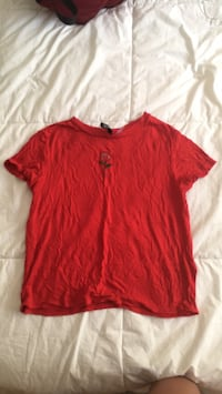 Red crew-neck t-shirt null