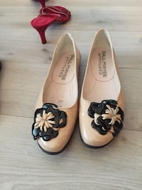 Patent leather shoes size 7 Toronto, M6H 2G5