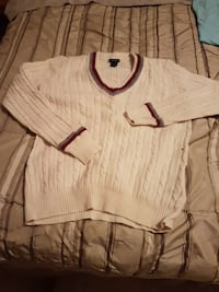 white and red long sleeve top Maple Ridge, V2W 1B4