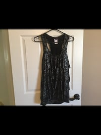 Ladies size medium top new without tags  Milton