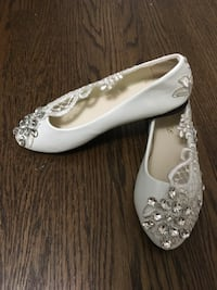 Jewel with Lace Flat Shoes, White, Size 7 Toronto, M9P 2X2
