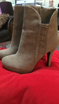 Brown leather stiletto side-zip booties 8 km