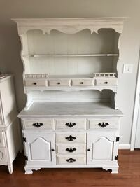 White wooden dresser / hutch