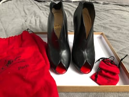LOUBOUTIN CHESTER FILLE SIZE 39 RED BOTTOM