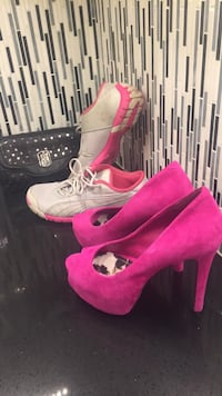 pair of pink-and-white Nike cleats Surrey, V3T 4Y8