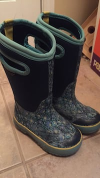 Size 10 girls bog boots.  good used condition Guelph, N1E 4E3