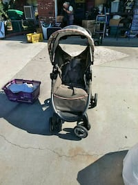 baby's black and gray travel system Moreno Valley, 92553
