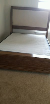 Solid wooden Queen bed, mattress n box Herndon, 20171
