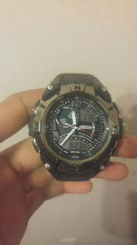 $10 Digital watch (lights up and has timer) Welland, L3B 2R7