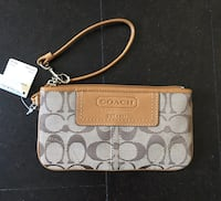 New with tag COACH WRISTLET WALLET