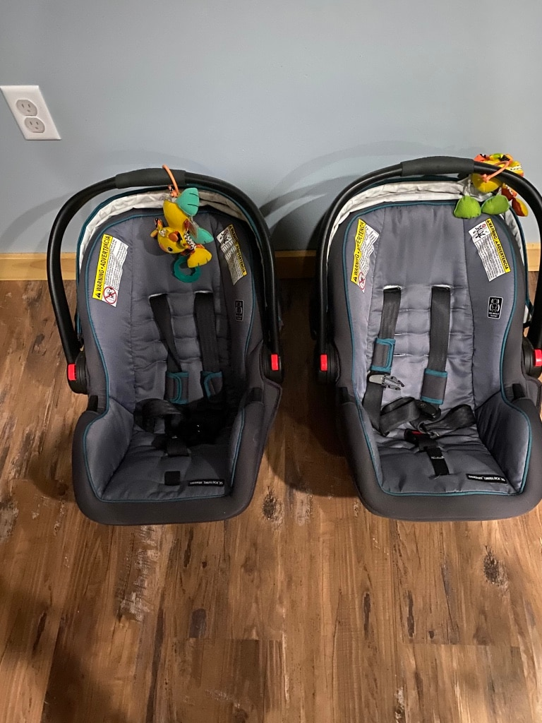 Photo Graco snugride car seats with the bases