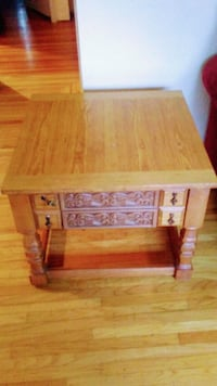 Decorative solid table Victoria, V8V 3R2