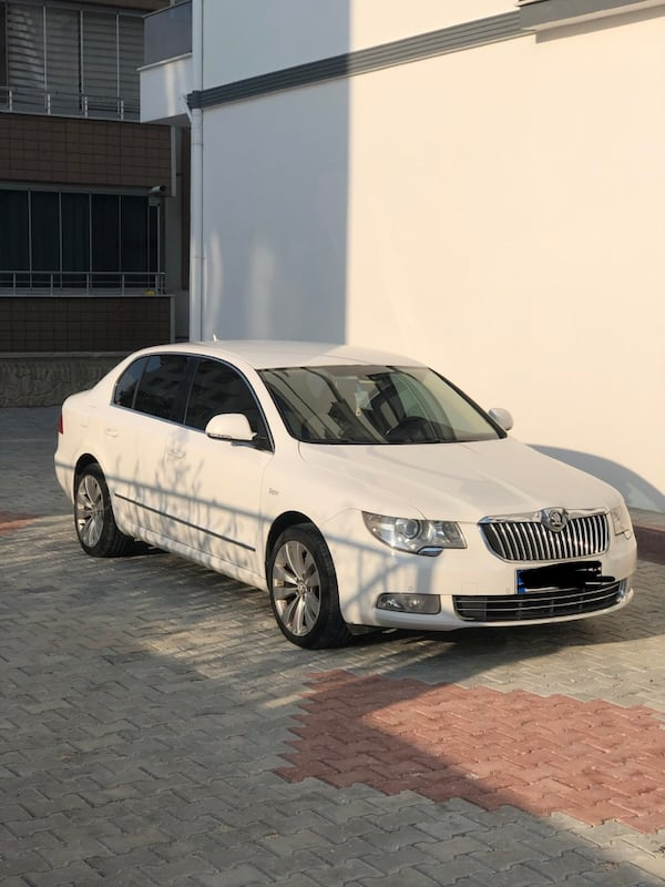 2012 Skoda Superb 1.4 TSI 125 HP ELEGANCE 1
