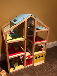 Dollhouse *Excellent condition* 901 mi