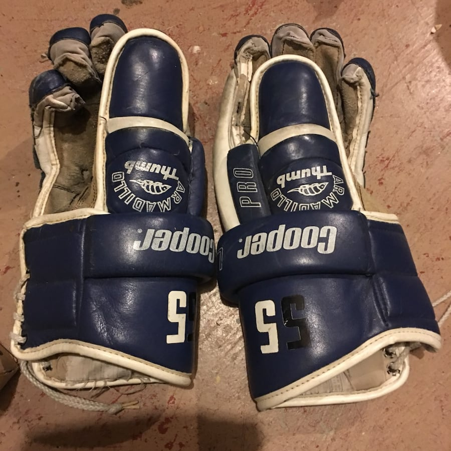 Used Cooper Adult Leather Hockey Gloves $9 34486718-26ee-49aa-afe1-ea4a7500bc99