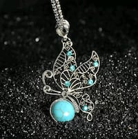 silver-colored green stone butterfly pendant necklace Montreal, H8T