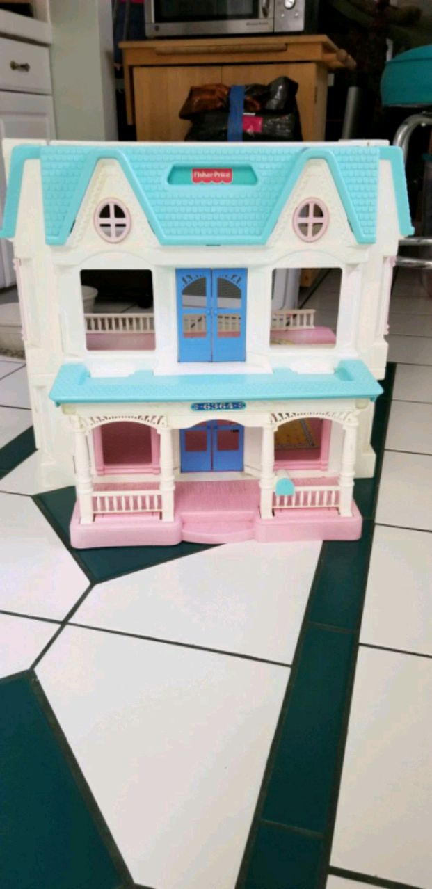 Photo Huge Fisher Price Dollhouse