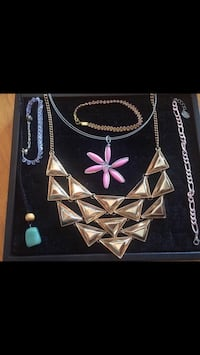 Beautiful necklaces & bracelets! All for $6! For Regina, S4X