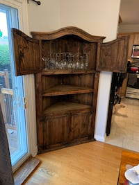 Corner hutch made in Mexico. In great shape Pointe-Claire, H9R 4B6
