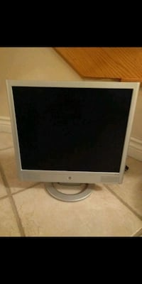 """17"""" HP LCD MONITOR W/ ACCESSORIES ONLY $40!! Vaughan, L4L 5G2"""