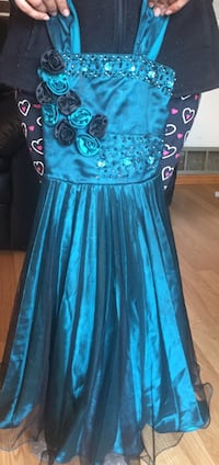 Beautiful dress for girls ages 5-6 Abbotsford, V2S 4A1