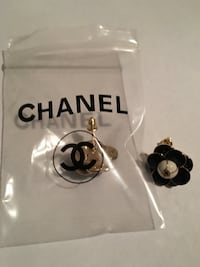 Cc earrings new pick up in montebello serious buyers only 7-11am Montebello, 90640