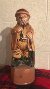 VINTAGE 1973 OLD MAN WITH RIFLE GIN DECANTER