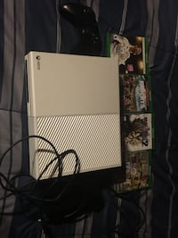 White xbox one console with controller and game cases Oklahoma City, 73111
