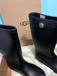 Ugg rain boots or snow boots Pickering, L1X 0C1