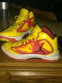 pair of yellow-and-black Nike basketball shoes Newberg, 97132
