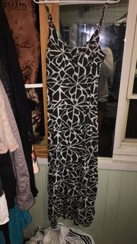 black and white floral long-sleeved dress Cambridge, N3H 1Z1