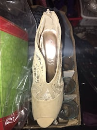 Heels white size 7 and nude steps 37 $80 or best offer!   Springwater, L0L