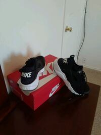 black-and-white Nike Air Max shoes Fort Worth, 76137