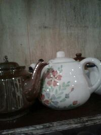 three ceramic tea pots Kearneysville, 25430