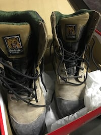 Pathfinder safety shoes size 10 Brampton, L6P 1M5
