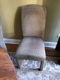 Set of 4 elegant dining room chairs!