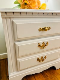 Beautiful end/ nightstand  Chester, 23831