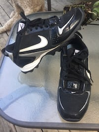 Nike football cleats size 7.5 Okotoks, T1S 0M1