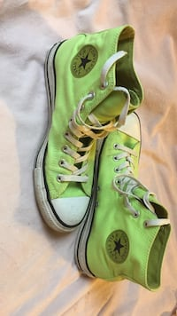 Pair of mint-green Converse high top Chuck Taylor size 9M Surrey, V3S 9C3