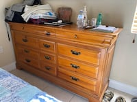 Wood Chest drawers in good conditions Miami, 33144