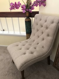 Tufted gray suede sofa chair San Diego, 92126