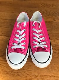 Women's Size 7 Pink Converse low-tops Windsor, 95492