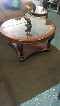 round brown wooden framed glass top table Modesto, 95350