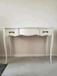 White bedroom table with mirror 37 km