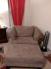 Oversized Chair/Ottoman. Chair great Ottoman needs upholstery cleaning Upper Marlboro, 20772