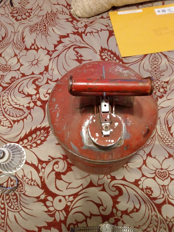 Antique gas can 3