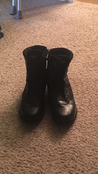pair of black leather boots Lubbock, 79424