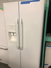 33in. frigidaire side by side fridge  Baltimore, 21223