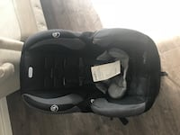 Evenflo-Black and gray car seat carrier Year is 2015 it is super clean and well taken care of! Toronto, M9B