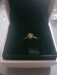 Gorgeous 10kt gold diamond engagement ring  Whitby, L1N 8X2
